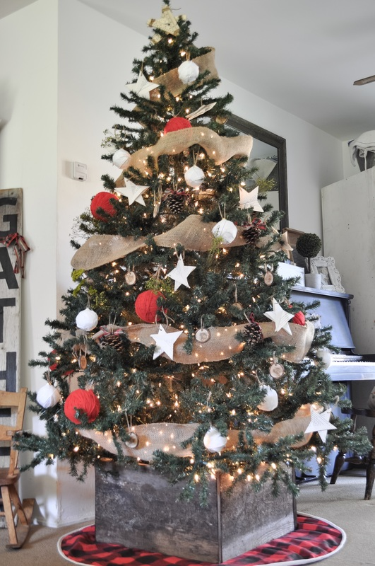 Build a rustic box for your Christmas tree for practically free!!