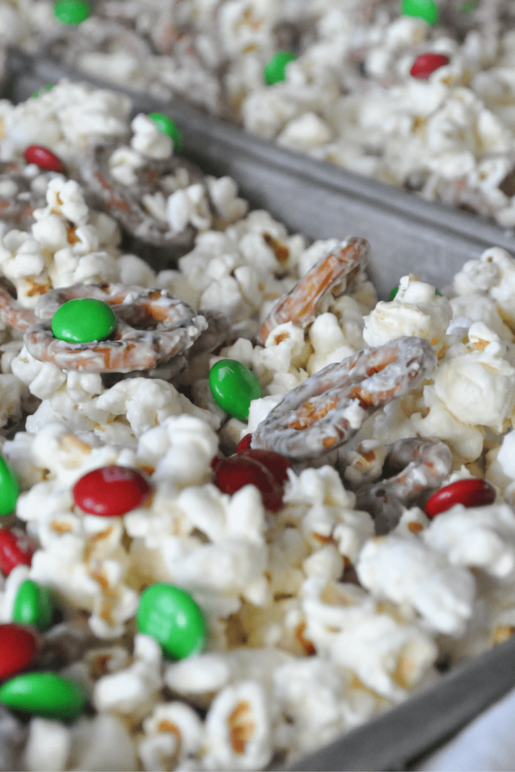 Delicious White Chocolate Popcorn with Pretzels and M&M's! Great for Large Crowds!