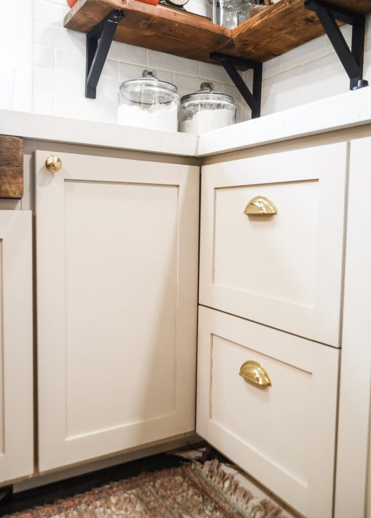 How to pick kitchen hardware
