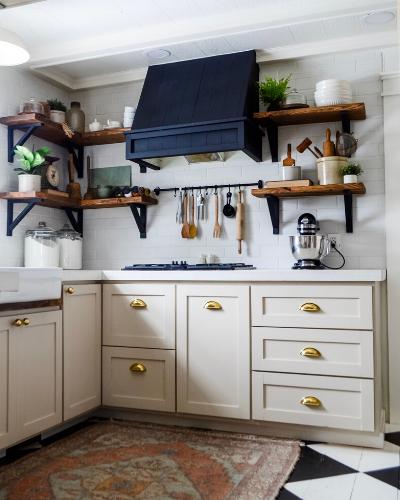 Luxury kitchen hardware in polished brass
