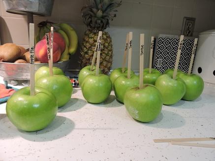 How do you make homemade caramel apples?