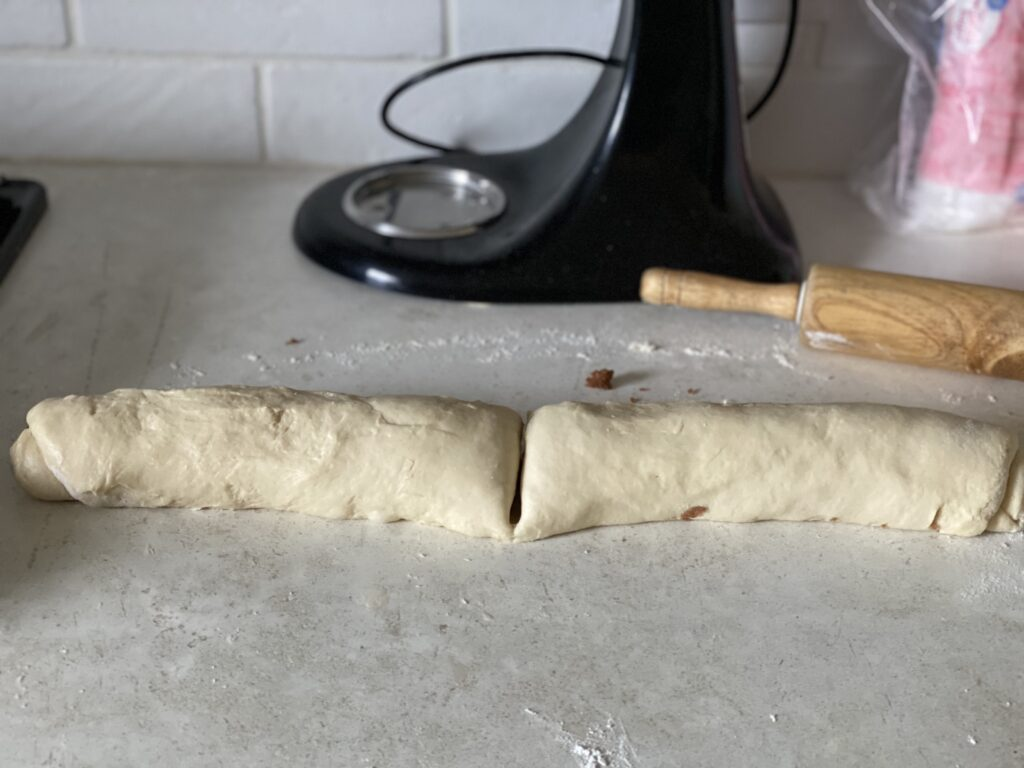 How to cut cinnamon rolls