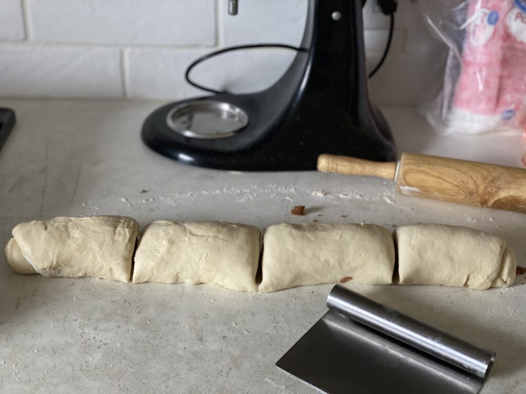 How to cut symmetrical cinnamon rolls